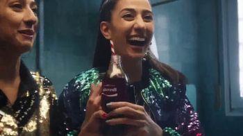 Coca-Cola TV Spot, 'Comparte una Coca-Cola con amigos' [Spanish] - Thumbnail 4