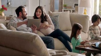 The Home Depot Red, White & Blue Savings TV Spot, 'A tiempo' [Spanish] - Thumbnail 1