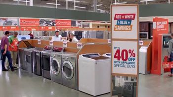 The Home Depot Red, White & Blue Savings TV Spot, 'A tiempo' [Spanish] - Thumbnail 5