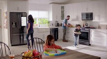 The Home Depot Red, White & Blue Savings TV Spot, 'A tiempo' [Spanish] - Thumbnail 7