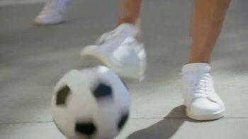 Universal Parks & Resorts TV Spot, 'Fútbol es universal' con Kaká [Spanish] - Thumbnail 2