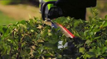 GreenWorks Pro 60-Volt 24-Inch Hedge Trimmer TV Spot, 'Beyond the Ordinary' - Thumbnail 5