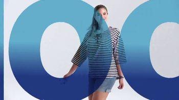 Macy's TV Spot, 'La hora de comprar: trajes, sandalias y cama' [Spanish] - Thumbnail 2