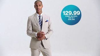 Macy's TV Spot, 'La hora de comprar: trajes, sandalias y cama' [Spanish] - Thumbnail 4
