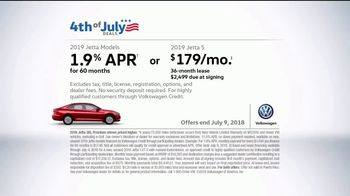 Volkswagen 4th of July Deals TV Spot, 'Turb-Whoa' Song by YUNGBLUD [T2] - Thumbnail 9