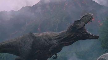 Jurassic World Thrash 'N Throw T-Rex TV Spot, 'Earth Shaking' - Thumbnail 2