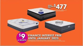 Rooms to Go TV Spot, 'Hot Buys: Mattresses' - Thumbnail 5