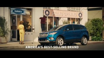 Ford Escape TV Spot, 'What Can I Do?' Song by Bill Withers [T1] - Thumbnail 10