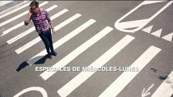 Macy's La Venta del Día del Trabajo TV Spot, 'Trajes' [Spanish] - Thumbnail 3