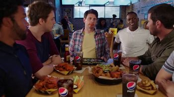 Buffalo Wild Wings Fantasy Draft Kit TV Spot, 'Daydream' Ft. Antonio Brown - Thumbnail 8