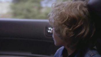 T-Mobile TV Spot, 'Univision: Billboard Car Chase' - Thumbnail 1