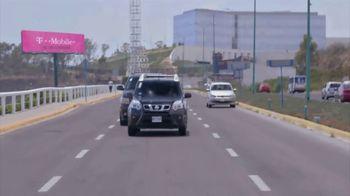 T-Mobile TV Spot, 'Univision: Billboard Car Chase' - Thumbnail 10