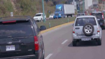 T-Mobile TV Spot, 'Univision: Billboard Car Chase' - Thumbnail 5