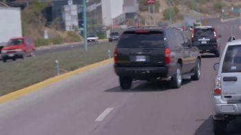 T-Mobile TV Spot, 'Univision: Billboard Car Chase' - Thumbnail 7