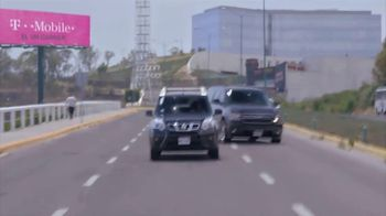 T-Mobile TV Spot, 'Univision: Billboard Car Chase' - Thumbnail 8