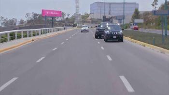 T-Mobile TV Spot, 'Univision: Billboard Car Chase' - Thumbnail 9
