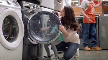 The Home Depot Labor Day Savings TV Spot, 'Más: refrigerador' [Spanish] - Thumbnail 3