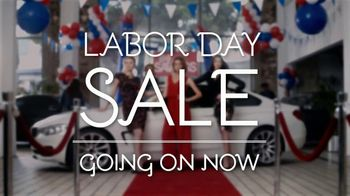Stein Mart Labor Day Sale TV Spot, 'Make an Entrance' - Thumbnail 6