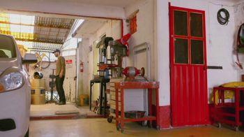 T-Mobile TV Spot, 'Univision: La Piloto: Mechanics' - Thumbnail 10