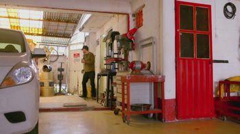 T-Mobile TV Spot, 'Univision: La Piloto: Mechanics' - Thumbnail 9