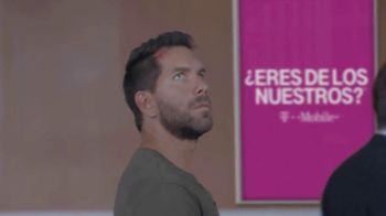 T-Mobile TV Spot, 'Univision: Prisoner Escort Poster' - Thumbnail 4