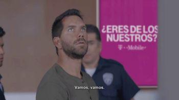 T-Mobile TV Spot, 'Univision: Prisoner Escort Poster' - Thumbnail 5