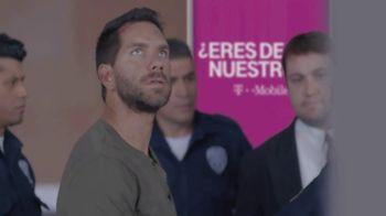 T-Mobile TV Spot, 'Univision: Prisoner Escort Poster' - Thumbnail 6