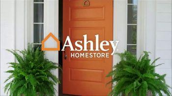 Ashley HomeStore Labor Day Mattress Sale TV Spot, 'Take Advantage' - Thumbnail 1