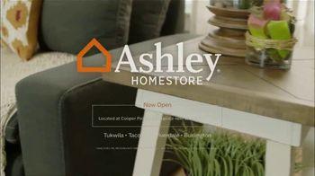 Ashley HomeStore Labor Day Mattress Sale TV Spot, 'Take Advantage' - Thumbnail 8