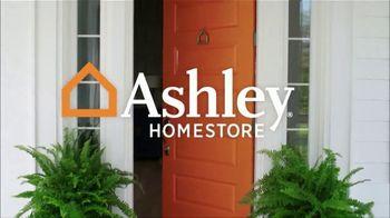 Ashley HomeStore Labor Day Mattress Sale TV Spot, 'Take Advantage' - Thumbnail 2