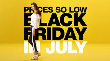Macy's Black Friday in July TV Spot, 'So Many Deals, So Little Time' - Thumbnail 7