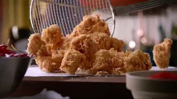 Popeyes $5 Boneless Wing Bash TV Spot, 'A Great Party' - Thumbnail 4
