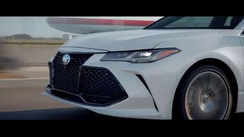 2019 Toyota Avalon TV Spot, 'Let's Race' - Thumbnail 9