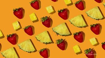 Edible Arrangements Fresh Fruit Smoothies TV Spot, 'By the Pool'