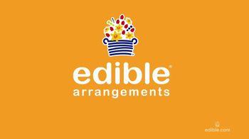 Edible Arrangements Fresh Fruit Smoothies TV Spot, 'By the Pool' - Thumbnail 1