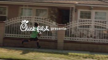 Chick-fil-A TV Spot, 'Buen provecho: gracias al entrenador Alex' [Spanish] - Thumbnail 1