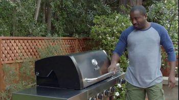 Lowe's 4th of July Savings TV Spot, 'Good Backyard: Trimmer or Blower' - Thumbnail 9