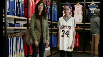 American Express TV Spot, 'Jersey Assurance' Featuring Shaquille O'Neal - Thumbnail 8