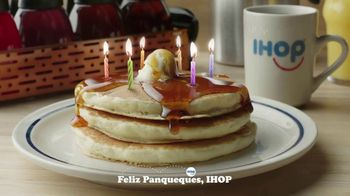 IHOP 60 Cent Short Stacks TV Spot, 'Feliz panqueues' [Spanish] - Thumbnail 2