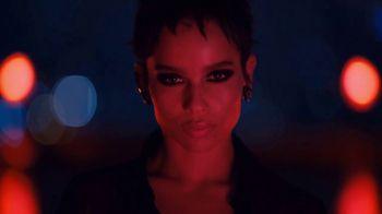 Yves Saint Laurent Black Opium TV Spot, '¿Sientes el llamado?' con Zoë Kravitz [Spanish]