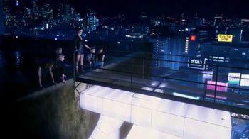 Yves Saint Laurent Black Opium TV Spot, '¿Sientes el llamado?' con Zoë Kravitz [Spanish] - Thumbnail 4