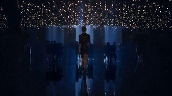 Yves Saint Laurent Black Opium TV Spot, '¿Sientes el llamado?' con Zoë Kravitz [Spanish] - Thumbnail 5