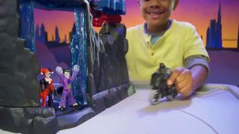 Imaginext Wayne Manor Batcave TV Spot, 'Help Batman Save Wayne Manor From the Joker!' - Thumbnail 7