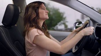 Chrysler Fall Clean Up Event TV Spot, 'Shallow Thoughts: Burger' Song by Gary Wright, Featuring Kathryn Hahn [T2] - Thumbnail 3