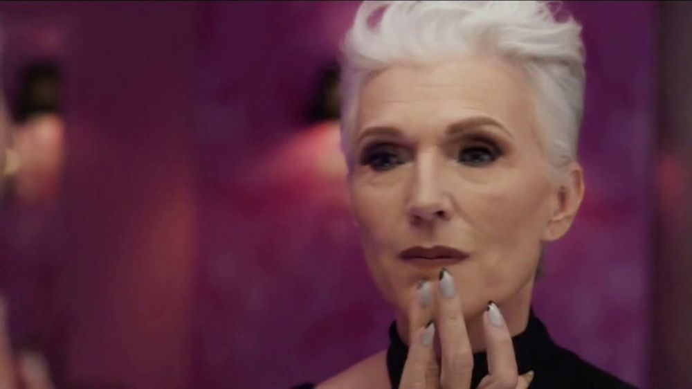 CoverGirl + Olay Simply Ageless Foundation TV Commercial, '??A qu?? edad?' con Maye Musk