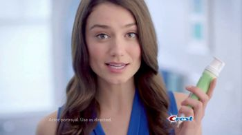 Crest 3D White Whitening Therapy TV Spot, 'Whitens and Protects: Spearmint and Peppermint Oil'