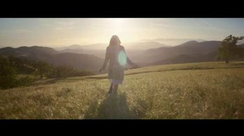 Louis Vuitton Attrape-Rêves TV Spot, 'Les Parfums' Feat. Emma Stone, Song by Beyonce - Thumbnail 2