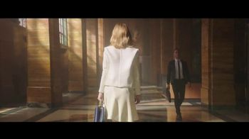 Louis Vuitton Attrape-Rêves TV Spot, 'Les Parfums' Feat. Emma Stone, Song by Beyonce - Thumbnail 4