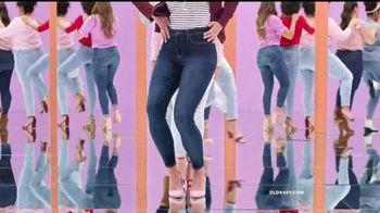 Old Navy Rockstar TV Spot, 'Dile hola a los jeans Rockstar' canción de Janelle Monáe [Spanish] - Thumbnail 4