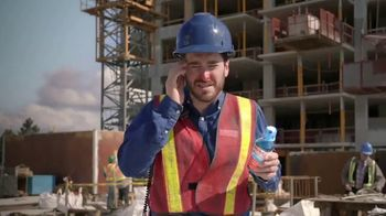 Vicks Dayquil Severe VapoCOOL TV Spot, 'Construction Choir' - Thumbnail 2